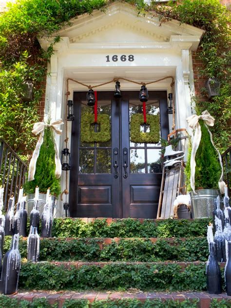 outside home christmas decorating ideas 19 outdoor christmas decorating ideas hgtv