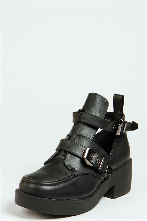 boohoo buckle cut out flat boot in black