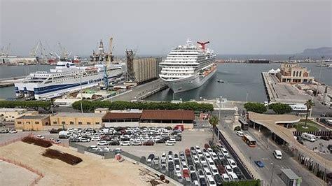 porto genova grandi navi veloci palermo resta in porto la nave quot adriatica quot della grandi