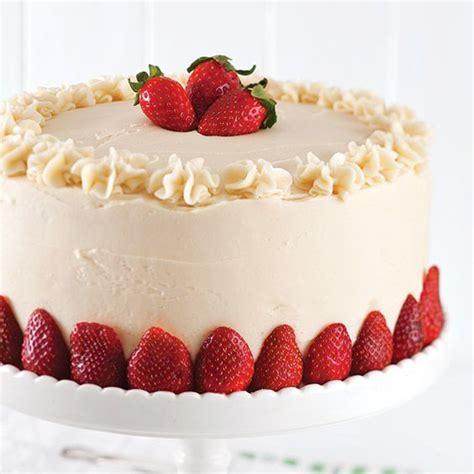 Cake Strawberry Decoration by Best 25 Strawberry Cake Decorations Ideas On