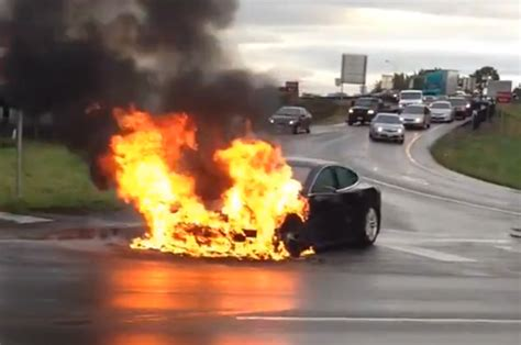 Tesla Model S Fires 2013 Tesla Model S Photo 3