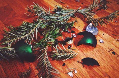reuse christmas decorations    throw