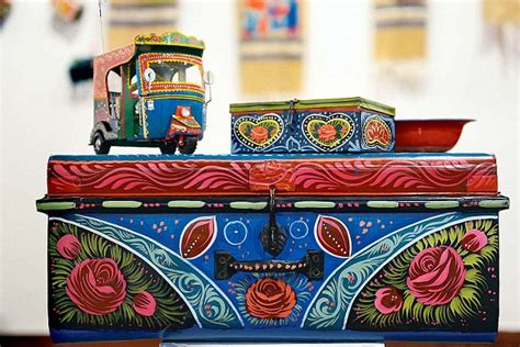 IT'S FRIDAY: From dusty trucks to quirky living room
