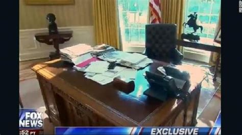 resolute desk trump what donald trump s messy desk says about him according