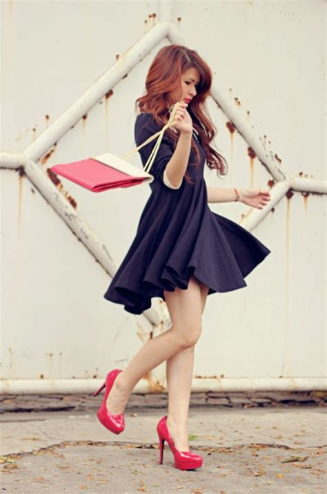 blue navy dress with high heels what color shoes to wear