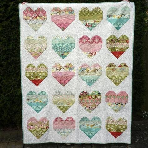 quilt pattern hearts 190 best sweet heart quilts images on pinterest quilting