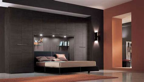 armadio a ponte con letto matrimoniale come collocare il letto all interno della stanza