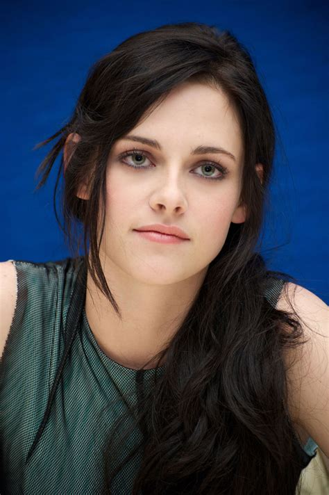biography of kristen stewart kristen stewart favorite things color bands food sports