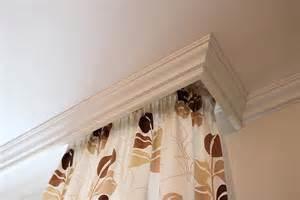 gardinenschiene decke wohnzimmerdecke matt und schlicht mit stuck plameco