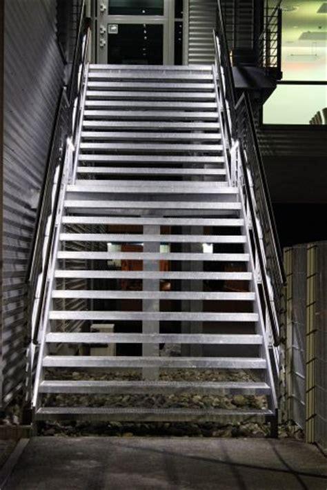 beleuchtung treppenstufen aussen led treppenbeleuchtung au 223 en m 246 belideen