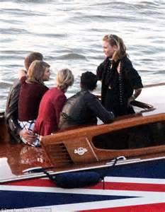 taylor swift on boat taylor swift calvin harris joe jonas and gigi hadid