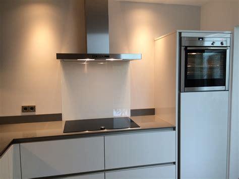 keuken greeploos hoogglans wit geleen strakke keuken hoogglans wit greeploos