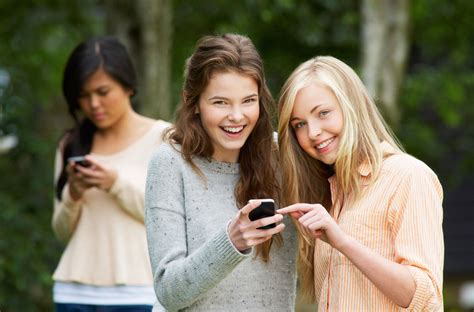 group teen girls laughing group of girls laughing at me www imgkid com the image