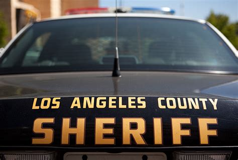 Los Angeles County Sheriff S Department Warrant Search Deputy Attempting To Shoot Attack Hits Suspect Instead