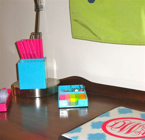 Poppin Desk Accessories Make Work Slightly More Bearable With These Cubicle Decor Ideas Smileydot Us