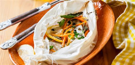 cucinare pesce al forno pesce al cartoccio al forno con patate la ricetta