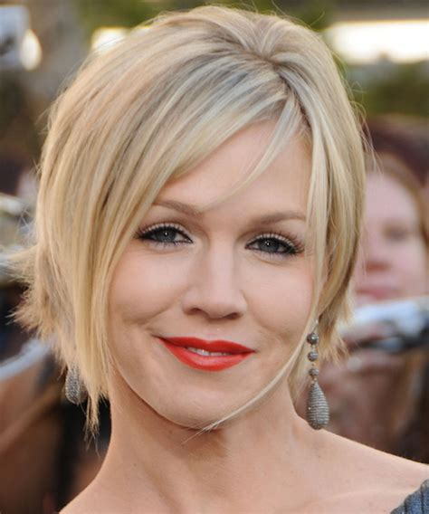 Jennie Garth Short Straight Formal Bob Hairstyle with Side