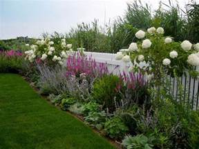 white landscaping best 25 fence landscaping ideas on privacy