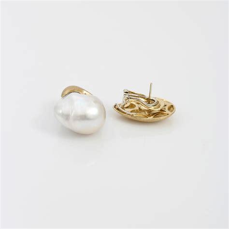 Pasta Gigi Pearl Drop yvel white baroque freshwater pearl drop earrings in metallic lyst