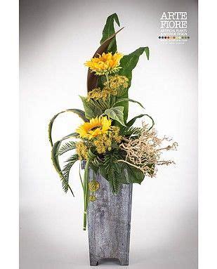 composizione vasi con fiori finti composizione con girasoli in vaso di legno composizioni