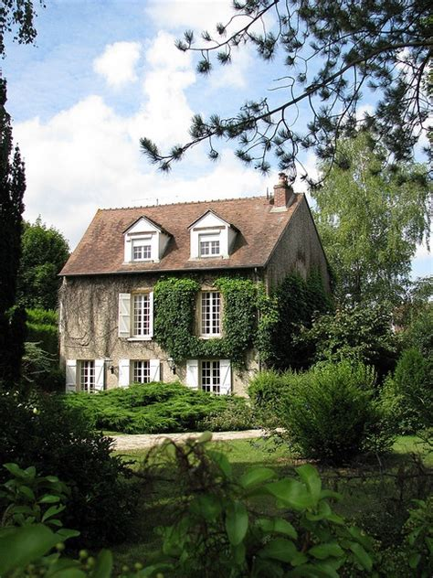 English Cottage Home Exterior