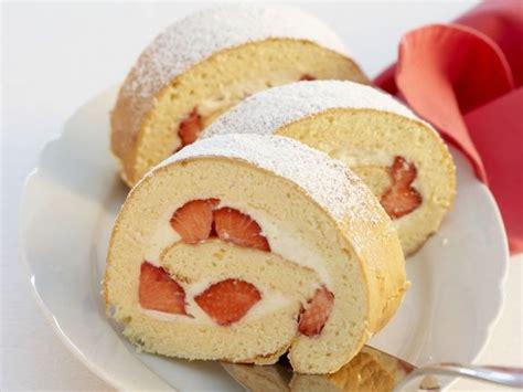 kuchen roulade rezept erdbeer roulade rezept eat smarter