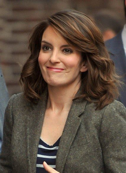 what color garnier hair color does tina fey use tina fey hair color tina fey shoulder length hair hair and