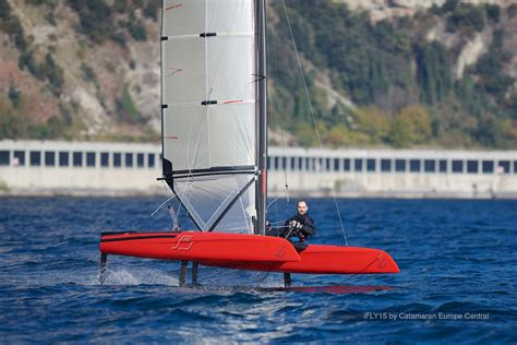 catamaran experience uk hydrofoil experience for ambitious sailors with trapeze