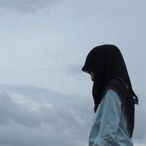 gambar wanita muslimah menunduk sedih holidays oo