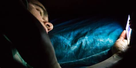 blue light before bed blue light coming from digital devices positive truth manifest your destiny
