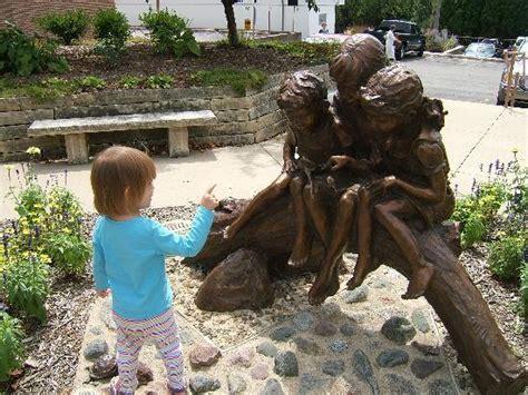 lincoln wine bar mt vernon bronze statue near brick antiques mt vernon ia