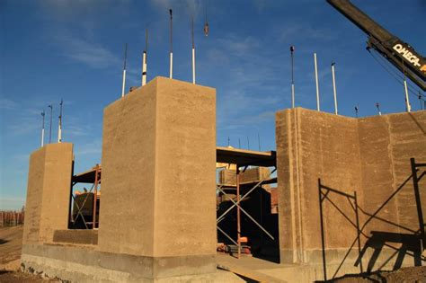 benefits of rammed earth construction to earth building
