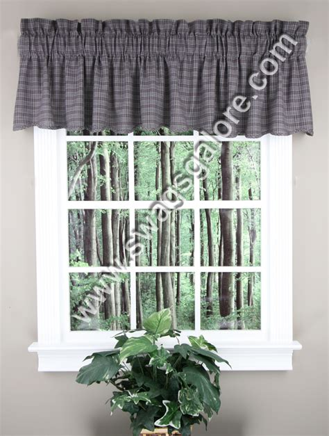 america scalloped lined valance multi