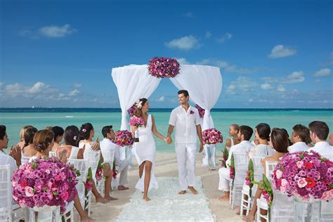 Weddings at Dreams Sands Cancun Resort & Spa