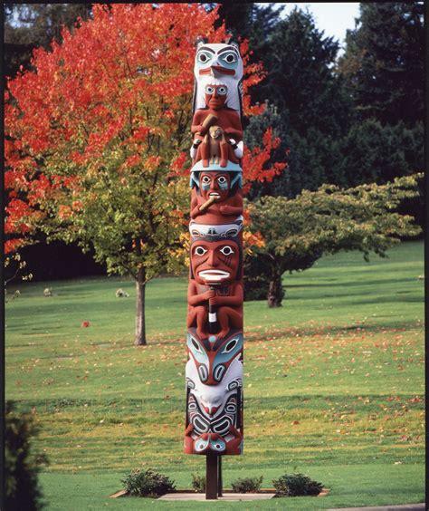images of totem poles photo du jour totem centre breton central s