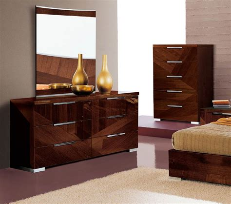 Bedroom Dresser Set Drop C Bed And Dresser Set