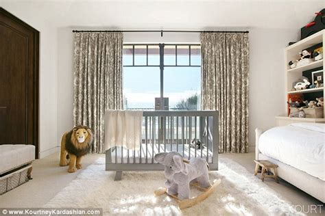 kardashians bedroom kourtney kardashian shows off reign s bedroom daily mail