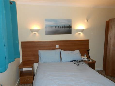 butlins skegness rooms bathroom picture of butlins skegness resort ingoldmells tripadvisor