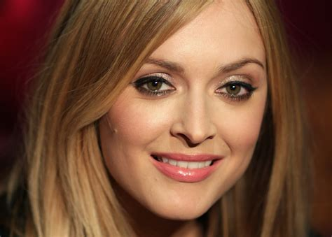Bonia 6in1 fearne cotton says goodbye to radio one