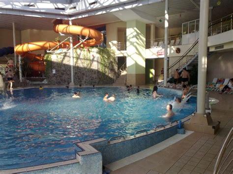 Ac Aqua Setengah Pk cr艫ciun la piscin艫 la paradisul acvatic din bra蝓ov