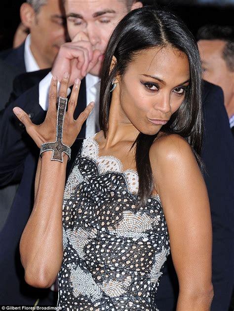 amas 2013 zoe saldana shows off dazzling ring to wrist