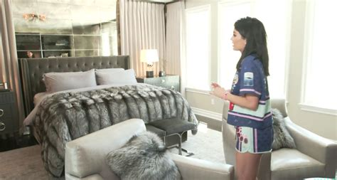Kylie Jenner Bedroom | kylie jenner gives tour of her bedroom in new calabasas