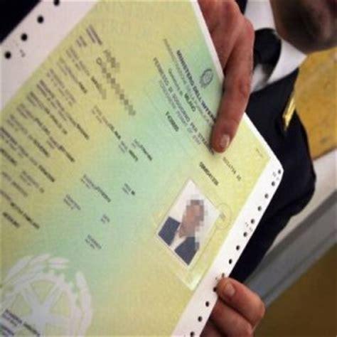 carta soggiorno ce illimitata rifugiati e migranti non si paga pi 249 per la carta di