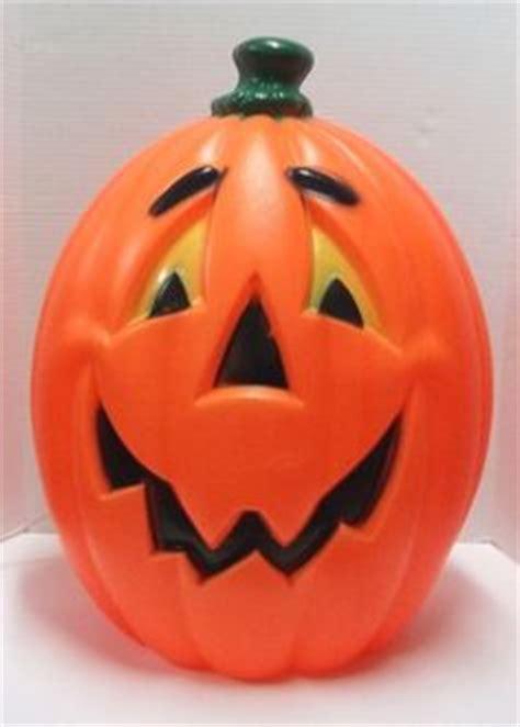 plastic light up pumpkin gemmy fraidy cat decor sings