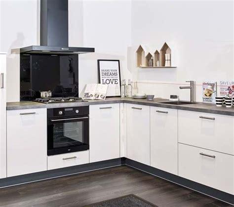 witte keuken met grijs blad witte keukens diverse keukenstijlen lage prijzen db