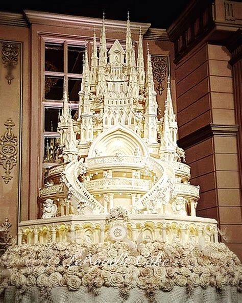 Hochzeitstorte Schloss by 15 Luxe Wedding Cakes Beautiful To Eat