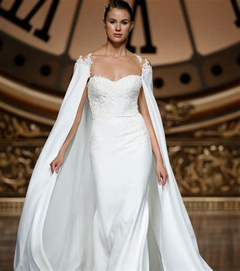 hochzeitskleid cape foto romantisches hochzeitskleid mit