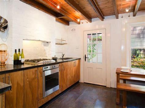 casa urbana tradicional  acentos rusticos en australia