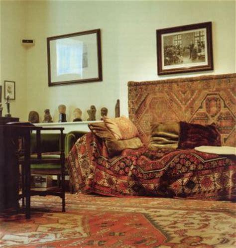 sigmund freud sofa 5734 best decor images on bedroom ideas