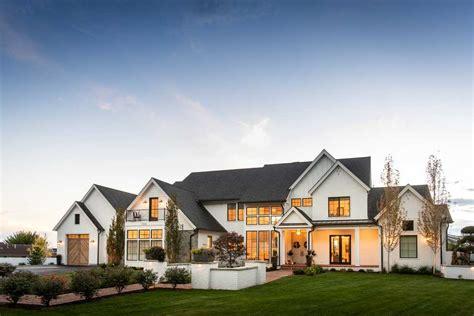 beautiful farmhouse exterior designs   fall